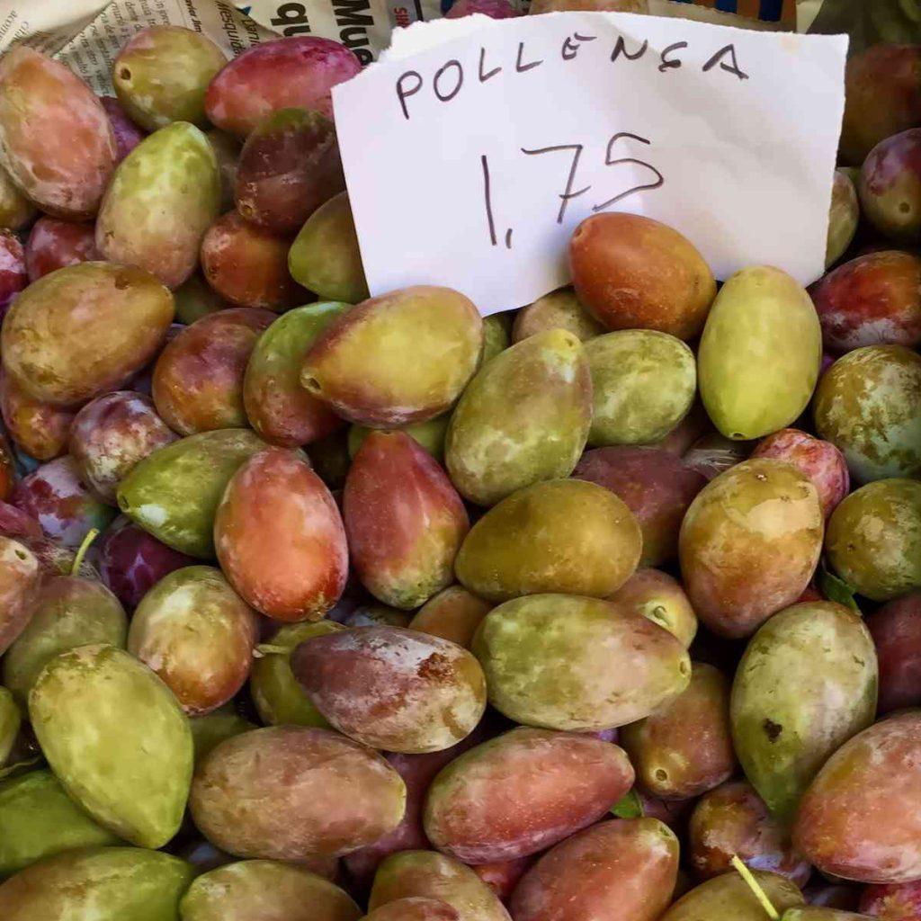 Local produce in Mallorca - Plums - Pollensa Private Chefs