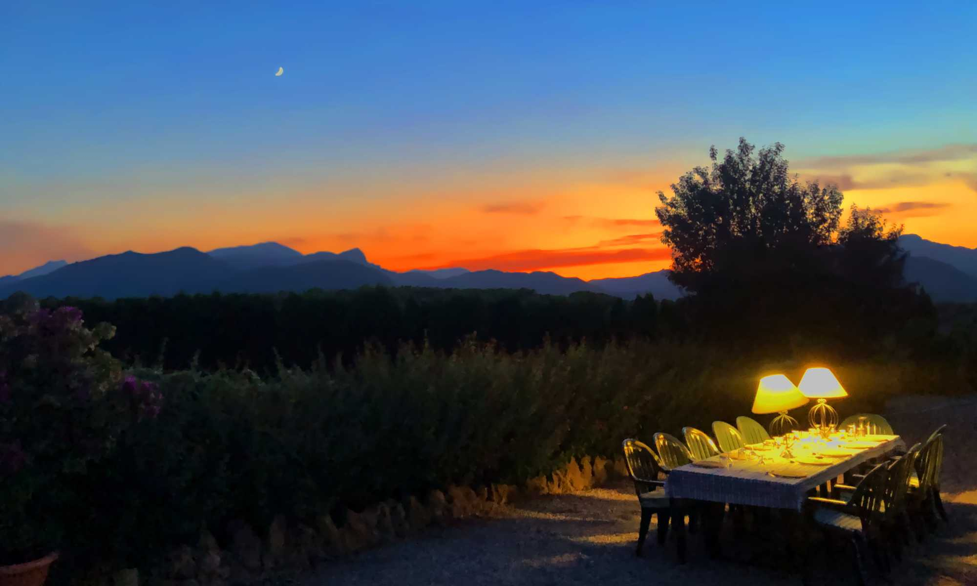 Villa catering services in Pollensa - Outdoor dining table at Sunset in Pollensa Mallorca